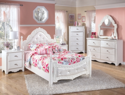 Picture of: Exquisite Full Poster Bed Ashley Furniture Homestore