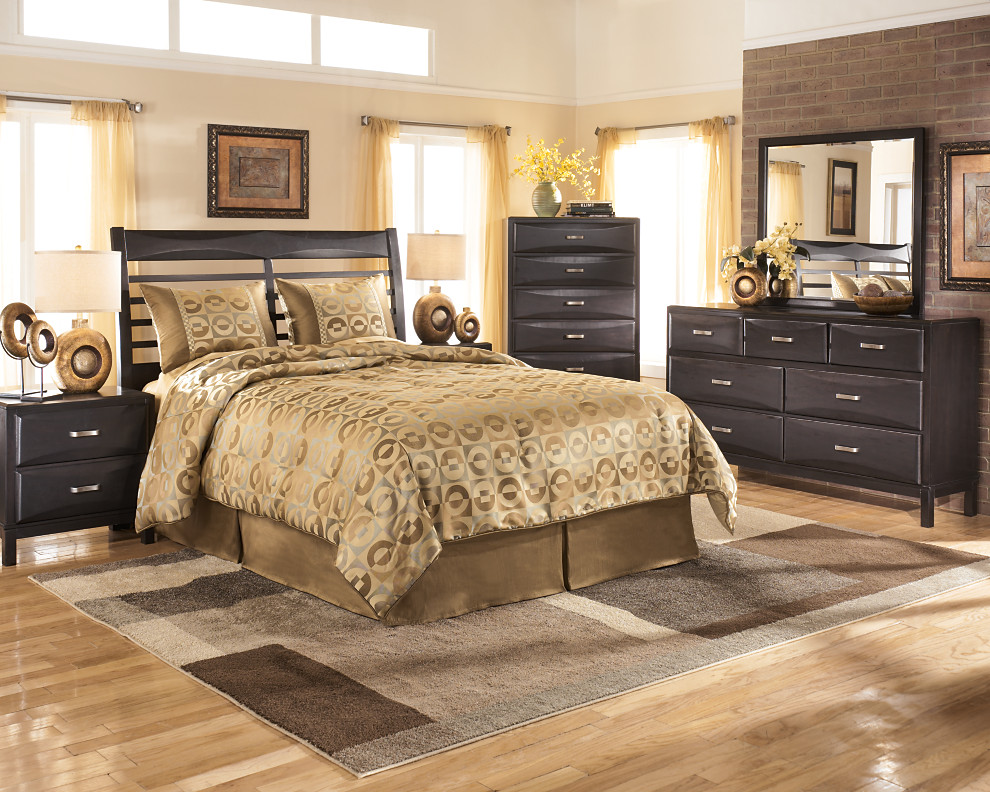 Kira Chest - Corporate Website of Ashley Furniture Industries, Inc.