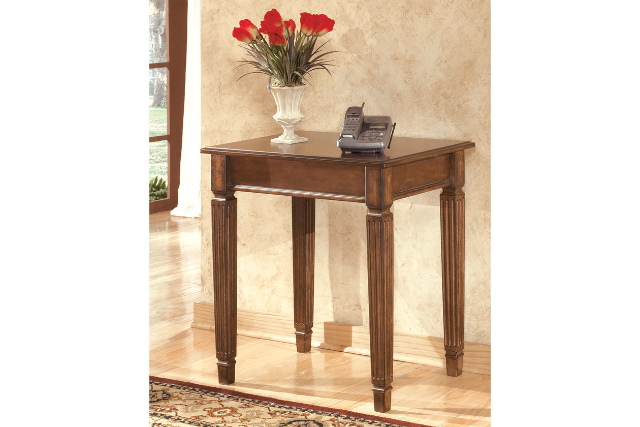 Hamlyn Corner Table | Ashley Furniture HomeStore