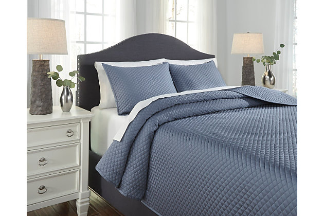 Blue Dietrick 3-Piece King Quilt Set by Ashley HomeStore