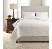 Ivory white polyester mini diamond quilted cover set with a white shad rug