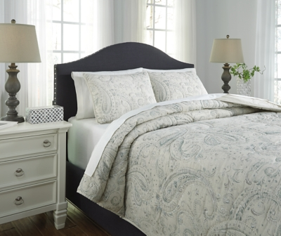 Queen Coverlet Set Sage Green Cream Piece Product Photo 3420