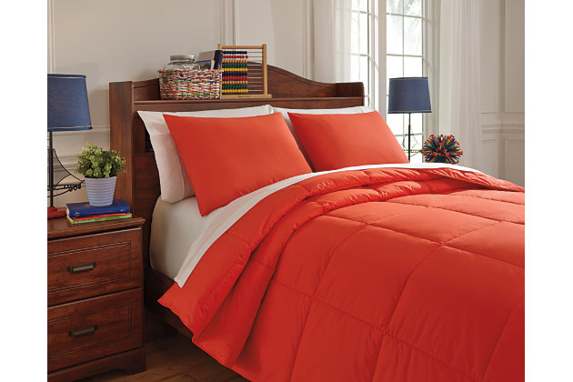 Red Plainfield 3-Piece Full Comforter Set by Ashley HomeStore, Cotton (100 %)
