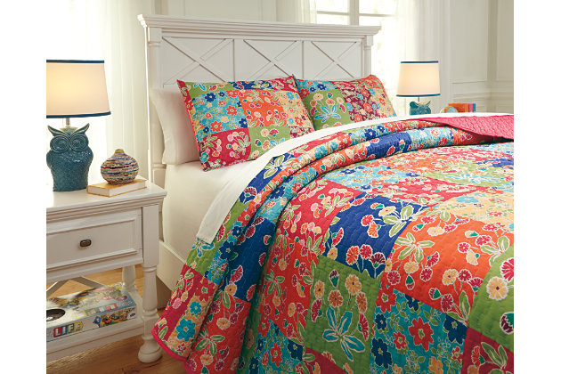 Belle Chase 3-Piece Full Quilt Set, Patch, large