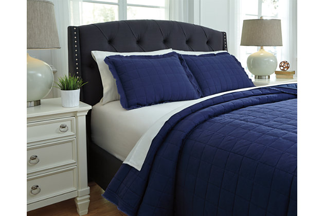 One of a kind Amare Queen Coverlet Set Product Photo