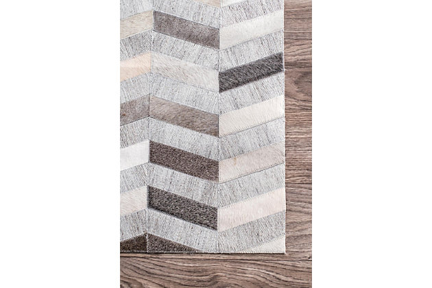 Nuloom Handmade Cowhide Mitch 5' x 8' Area Rug, Silver, large