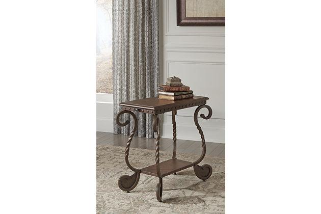 rafferty table bout de fauteuil meubles ashley homestore. Black Bedroom Furniture Sets. Home Design Ideas